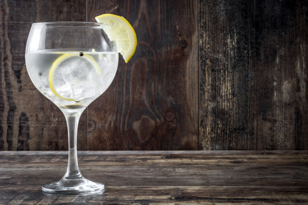 gin og tonic med citron